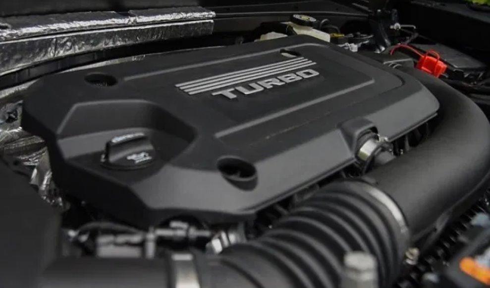 2022 Cadillac XT4 Sport Engine